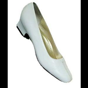 NIB VTG Trotters Doris Leather Low Heel Shoes 8.5N